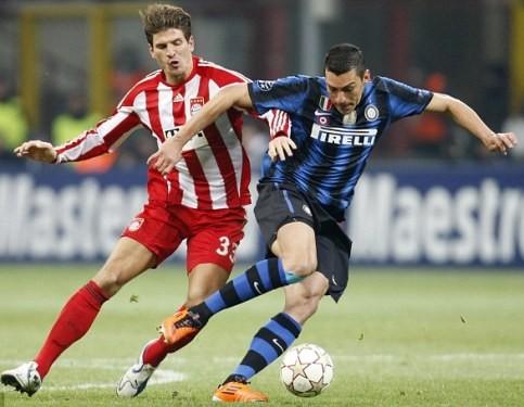 Mario Gomez (sau) ghi bàn duy nhất mang đến chiến thắng cho Bayern