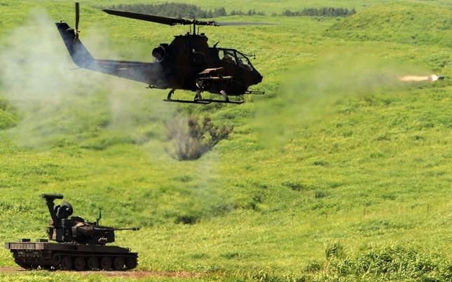 Xe tăng Apache bắn đạn thật