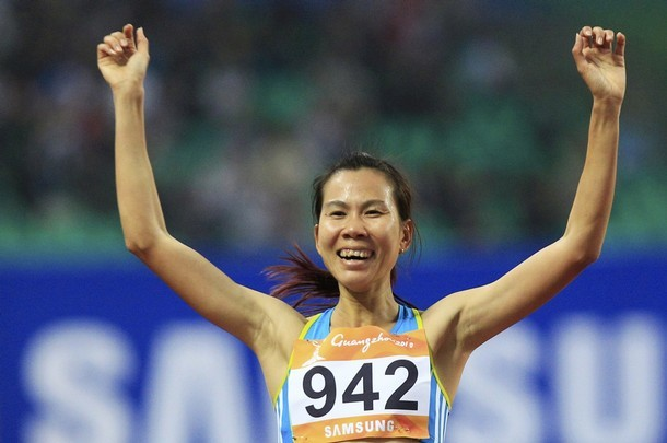 Nụ cười rạng rỡ của Thanh Hằng khi về đích thứ hai ở chung kết cự ly 1500m. Ảnh: Reuters