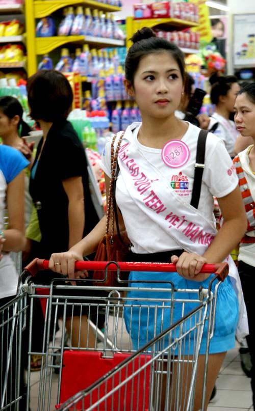 Bùi Diệu Linh tìm đồ cần mua