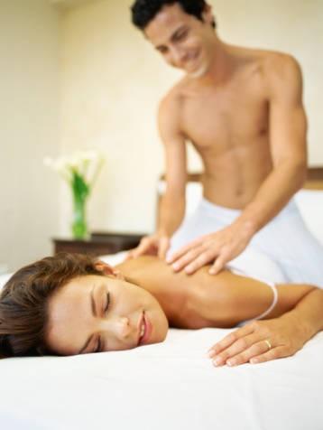 Làm nóng 'chuyện yêu' với tiệc massage nóng bỏng ảnh 3