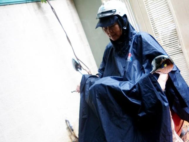 Nếu bạn phủ áo mưa lên khí nóng sẽ không giải thoát được và như vậy sẽ làm hỏng đèn xe