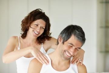 Làm nóng 'chuyện yêu' với tiệc massage nóng bỏng ảnh 2