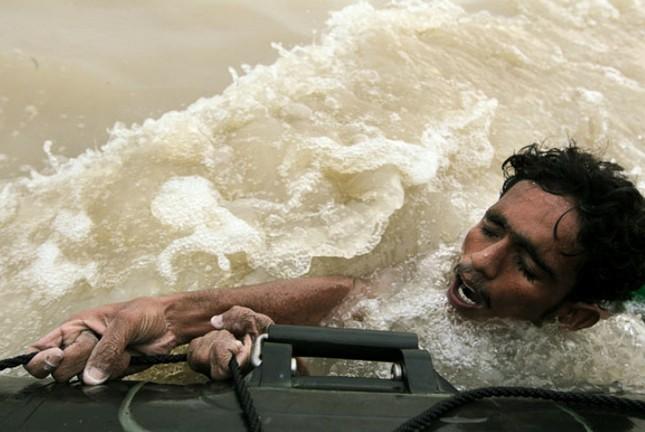 Những thảm họa năm 2010 qua ảnh - tiếp ảnh 9