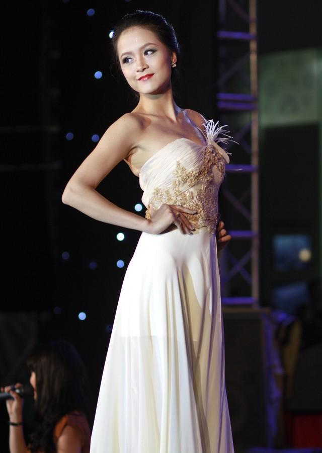 Ngắm dàn nữ sinh đẹp nhất Hà Nội diện váy xẻ tà gợi cảm ảnh 10