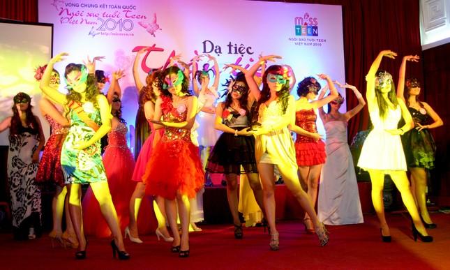 Các Miss Teen đã có một đêm ấn tượng với dạ hội hóa trang