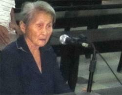 Bà Lê Thị Chức, mẹ của bị cáo Phùng Mười và nạn nhân Phùng Quang.