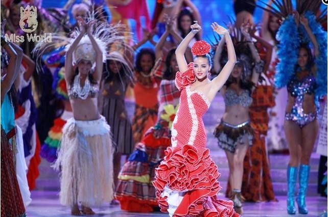 Các thí sinh trong trang phục dân tộc khai mạc Miss World 2010 ảnh 3