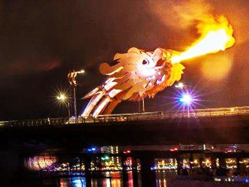 ...và hình ảnh Rồng phun lửa