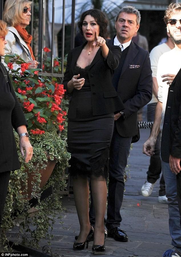 Monica Bellucci làm vơ-đét trong quảng cáo của D&G ảnh 13