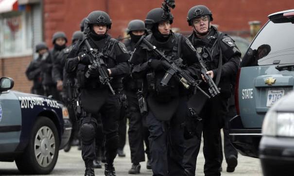 An ninh Mỹ săn đuổi nghi phạm 19 tuổi đang chạy trốn