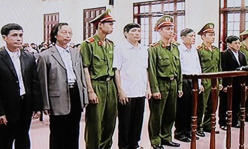 Các bị cáo trong phiên tòa