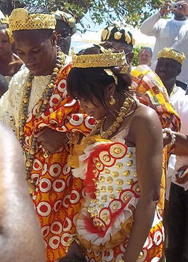Drogba đeo đầy vàng trong đám cưới ảnh 1