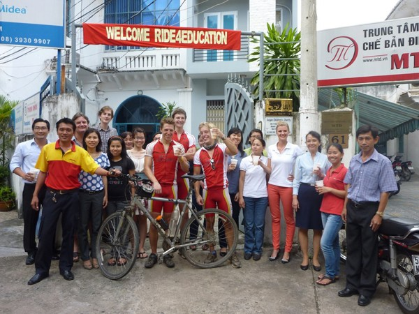 Sau hơn 1 tháng, cả nhóm đã đặt chân đến Sài Gòn
