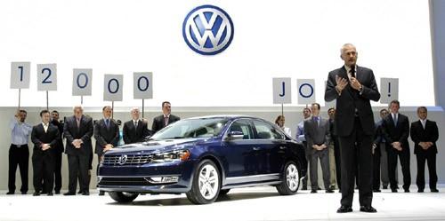 Tiến sỹ Martin Winterkorn, chủ tịch tập đoàn Volkswagen, giới thiệu mẫu Volkswagen Passat thế hệ mới