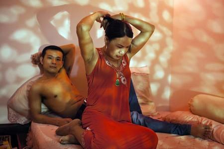 Một người sinh năm 1987, một người sinh năm 1964. Họ đã yêu và sống với nhau hơn 3 năm tại Hà Nội