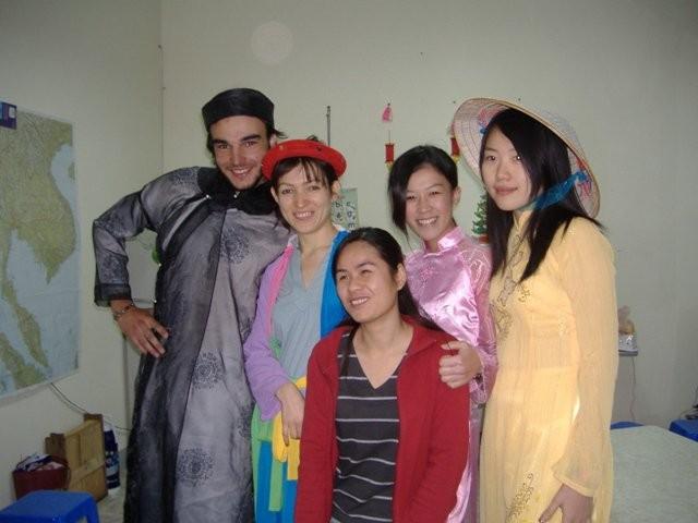 Giao lưu văn hóa với sinh viên quốc tế, năm 2007, tại Hà Tây (giờ là Hà Nội)