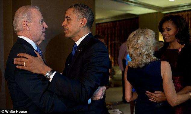 Vợ chồng đương kim phó ứng viên tổng thống Mỹ Joe Biden chúc mừng ông Obama