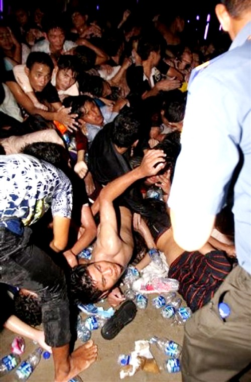Gần 400 người bị giẫm đạp tới chết ảnh 2
