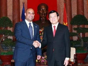 Chủ tịch nước Trương Tấn Sang tiếp Ngài Laurent Salvador Lamothe, Thủ tướng Chính phủ Cộng hòa Haiti đang ở thăm chính thức Việt Nam. (Ảnh: Nguyễn Khang/TTXVN)