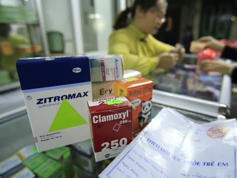 Thuốc kháng sinh được kê theo đơn cho trẻ nhỏ. Ảnh: ngọc châu