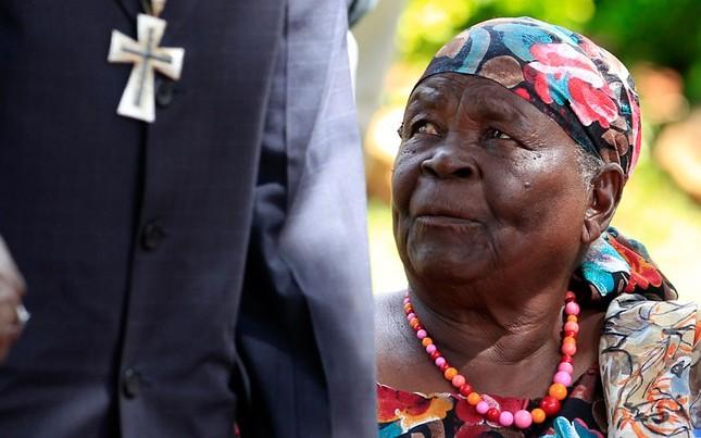 Bà nội của ông Barack Obama sống tại Nyangoma Kogelo, Kenya trong những ngày qua luôn cầu nguyện cho ông Obama chiến thắng trong cuộc bầu cử