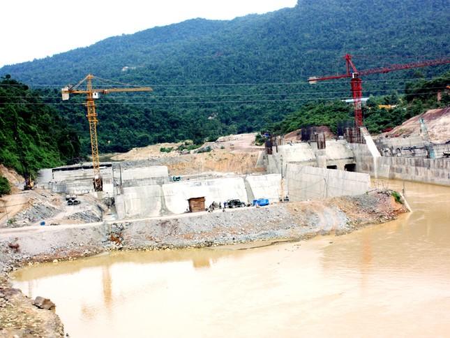 Có quá nhiều nhà máy thủy điện ở thượng nguồn sông Vu Gia - Thu Bồn