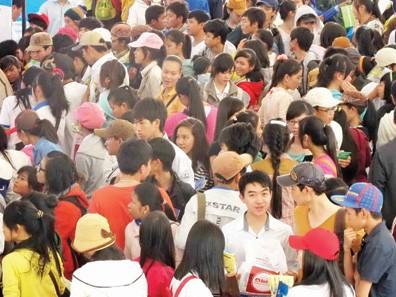 Mặc dù chương trình diễn ra vào thứ sáu, nhưng Sở GD-ĐT tỉnh Ninh Thuận nhận thấy tầm quan trọng trong công tác hướng nghiệp nên đã cho học sinh nghỉ để tham gia chương trình. Ảnh: Đào Ngọc Thạch