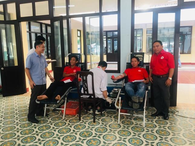 Cán bộ, đoàn viên Quảng Trị sôi nổi hiến máu an toàn đẩy lùi COVID ảnh 2