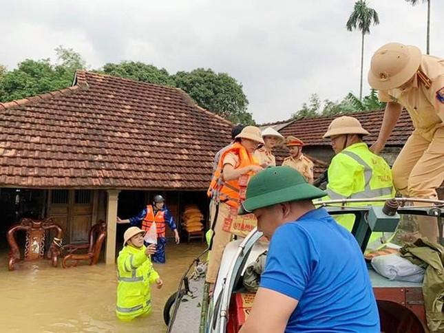Mưa lũ tại Quảng Trị làm ngập lụt nặng 82 xã, phường và thị trấn, 2 người thương vong ảnh 4