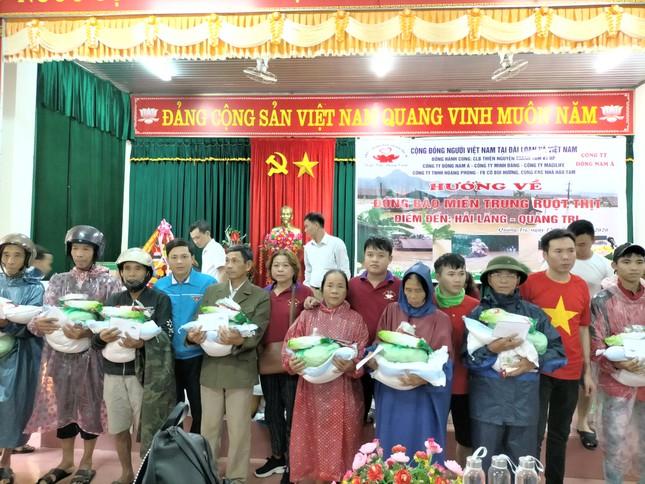 Trao quà hỗ trợ người dân khắc phục lũ lụt tại Quảng Trị ảnh 1