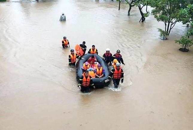 Mưa lũ tại Quảng Trị làm ngập lụt nặng 82 xã, phường và thị trấn, 2 người thương vong ảnh 3