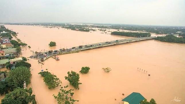 Mưa lũ tại Quảng Trị làm ngập lụt nặng 82 xã, phường và thị trấn, 2 người thương vong ảnh 1