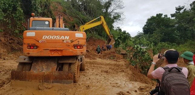 Kinh hãi hiện trường vụ sạt lở đất khiến 22 cán bộ, chiến sĩ ở Quảng Trị mất tích ảnh 8