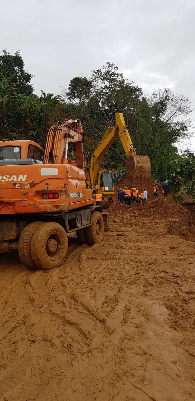 Kinh hãi hiện trường vụ sạt lở đất khiến 22 cán bộ, chiến sĩ ở Quảng Trị mất tích ảnh 6