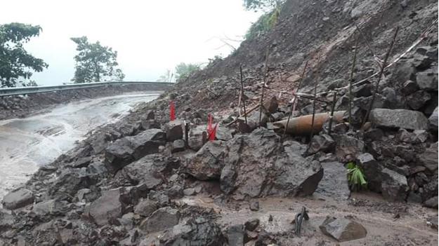 Phát lộ nhiều quả bom 'khủng' sau mưa lũ ở Quảng Trị ảnh 1