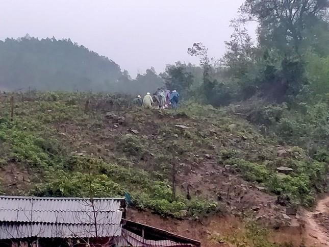 Gần 150 người đội mưa rét tìm cụ ông mất tích trong rừng ảnh 7