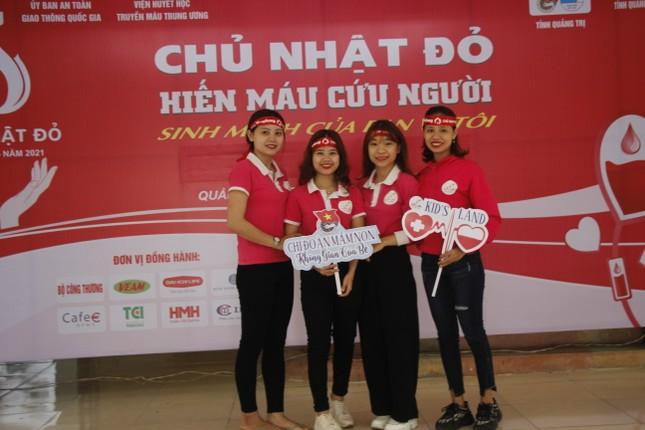 Ngày hội hiến máu tình nguyện 'Chủ nhật Đỏ' ở Quảng Trị ảnh 1