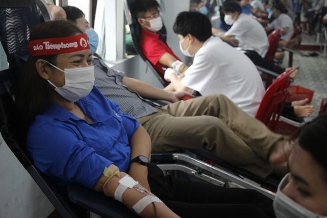 Ngày hội hiến máu tình nguyện 'Chủ nhật Đỏ' ở Quảng Trị ảnh 11