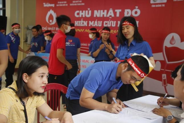 Ngày hội hiến máu tình nguyện 'Chủ nhật Đỏ' ở Quảng Trị ảnh 13