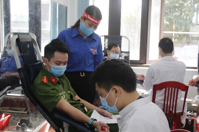 Ngày hội hiến máu tình nguyện 'Chủ nhật Đỏ' ở Quảng Trị ảnh 14