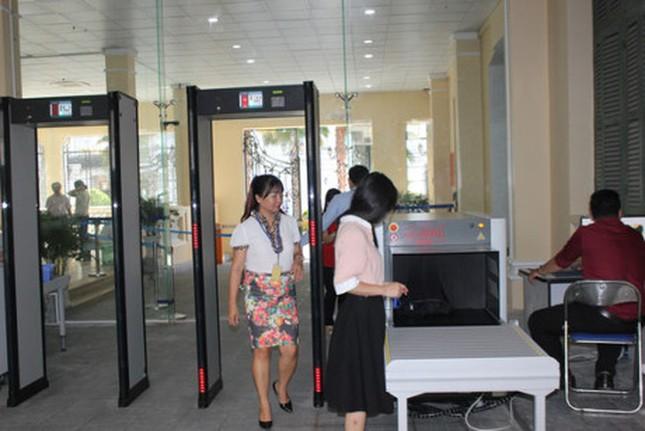 Thắt chặt an ninh tại trụ sở UBND TPHCM ảnh 1
