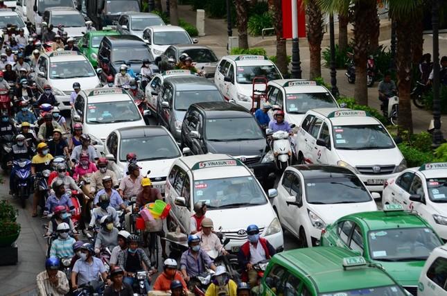 Giám đốc Sở Giao thông nói gì về việc lắp 34 cổng thu phí ô tô vào TPHCM? ảnh 2