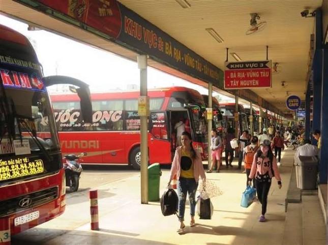Bến xe Miền Đông vắng hoe, sân bay ken cứng người chiều mùng 5 Tết ảnh 2