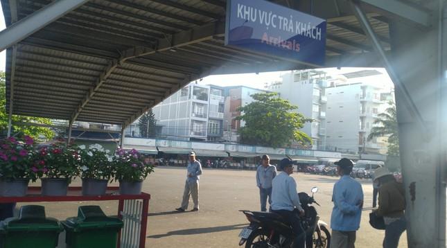 Bến xe Miền Đông vắng hoe, sân bay ken cứng người chiều mùng 5 Tết ảnh 1