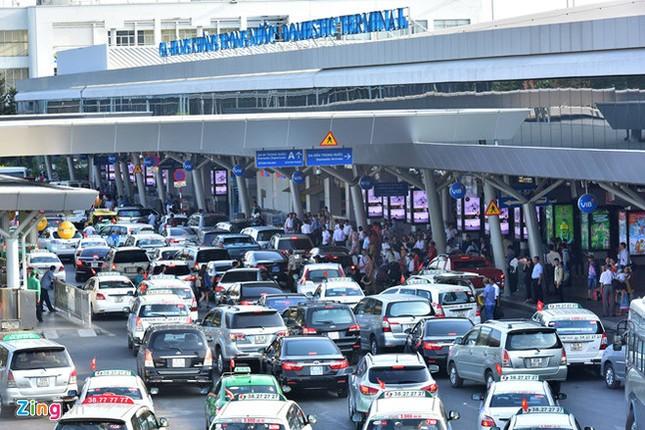 Bến xe Miền Đông vắng hoe, sân bay ken cứng người chiều mùng 5 Tết ảnh 3