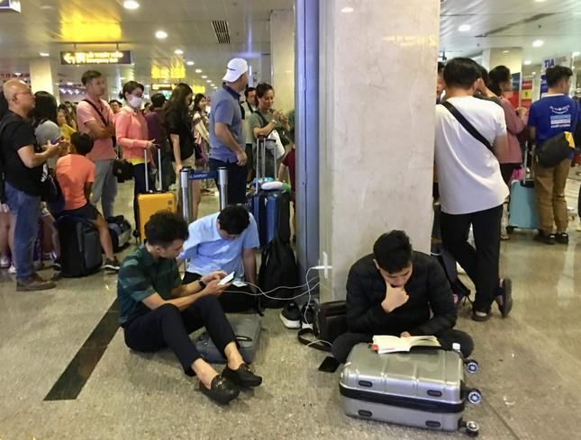 Bến xe Miền Đông vắng hoe, sân bay ken cứng người chiều mùng 5 Tết ảnh 4