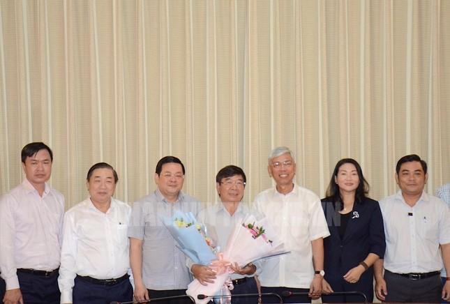 Nhiều cán bộ lãnh đạo ở TPHCM nghỉ hưu ảnh 1