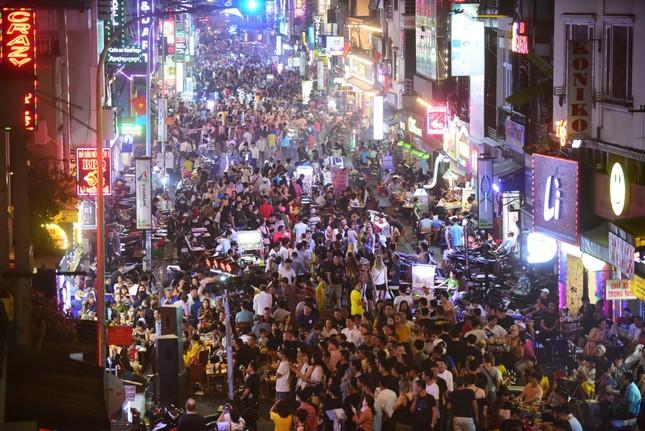 TPHCM hạn chế tụ tập đông người trong dịp Tết Nguyên đán ảnh 2