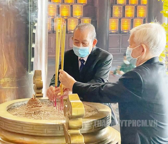 Phó Thủ tướng Trương Hòa Bình, Bí thư Nguyễn Văn Nên họp mặt truyền thống cách mạng ở TPHCM ảnh 1